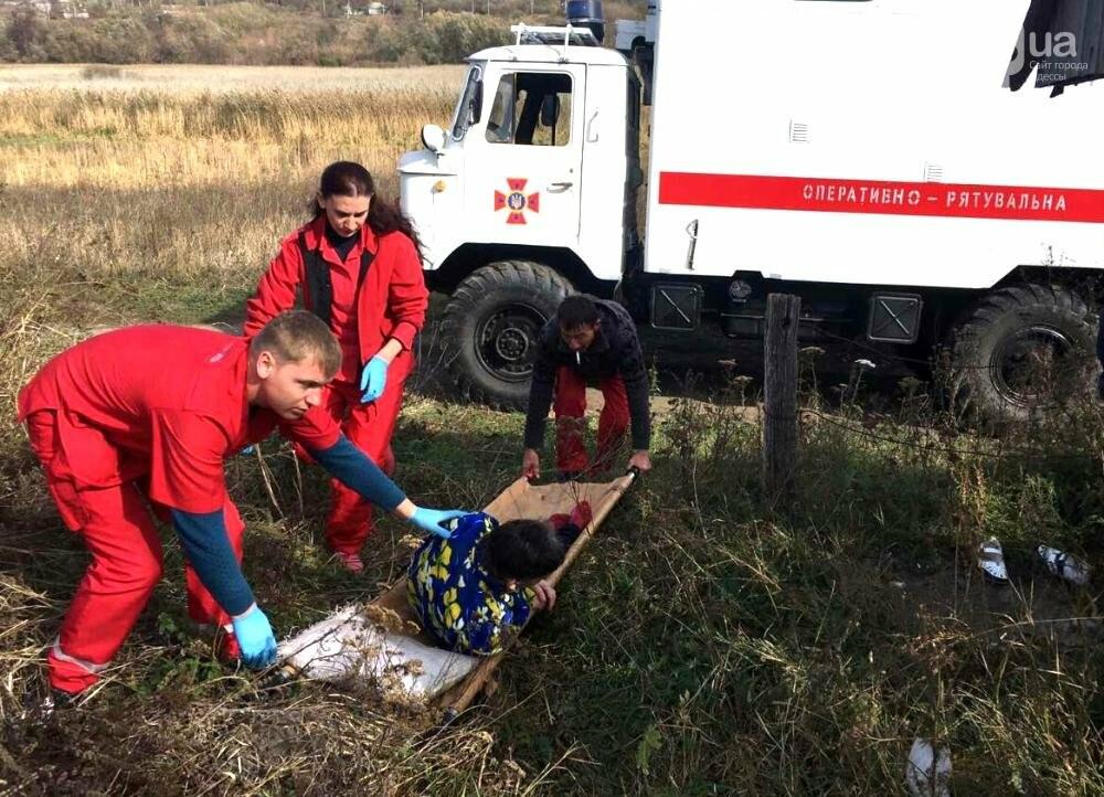 Женщина упала в придорожный колодец в Одесской области, - ФОТО, фото-1