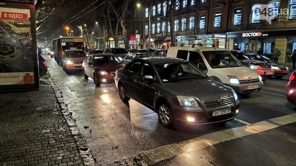 Выделенная для общественного транспорта полоса на Ришельевской
