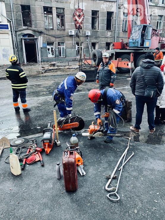 Спасатели начали поисковую операцию в здании сгоревшего колледжа на Троицкой, ФОТО: Пресс-служба ОДА