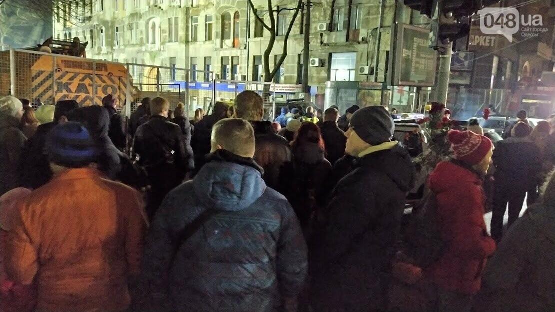"""Акция """"Халатность убивает"""" возле сгоревшего колледжа в Одессе"""