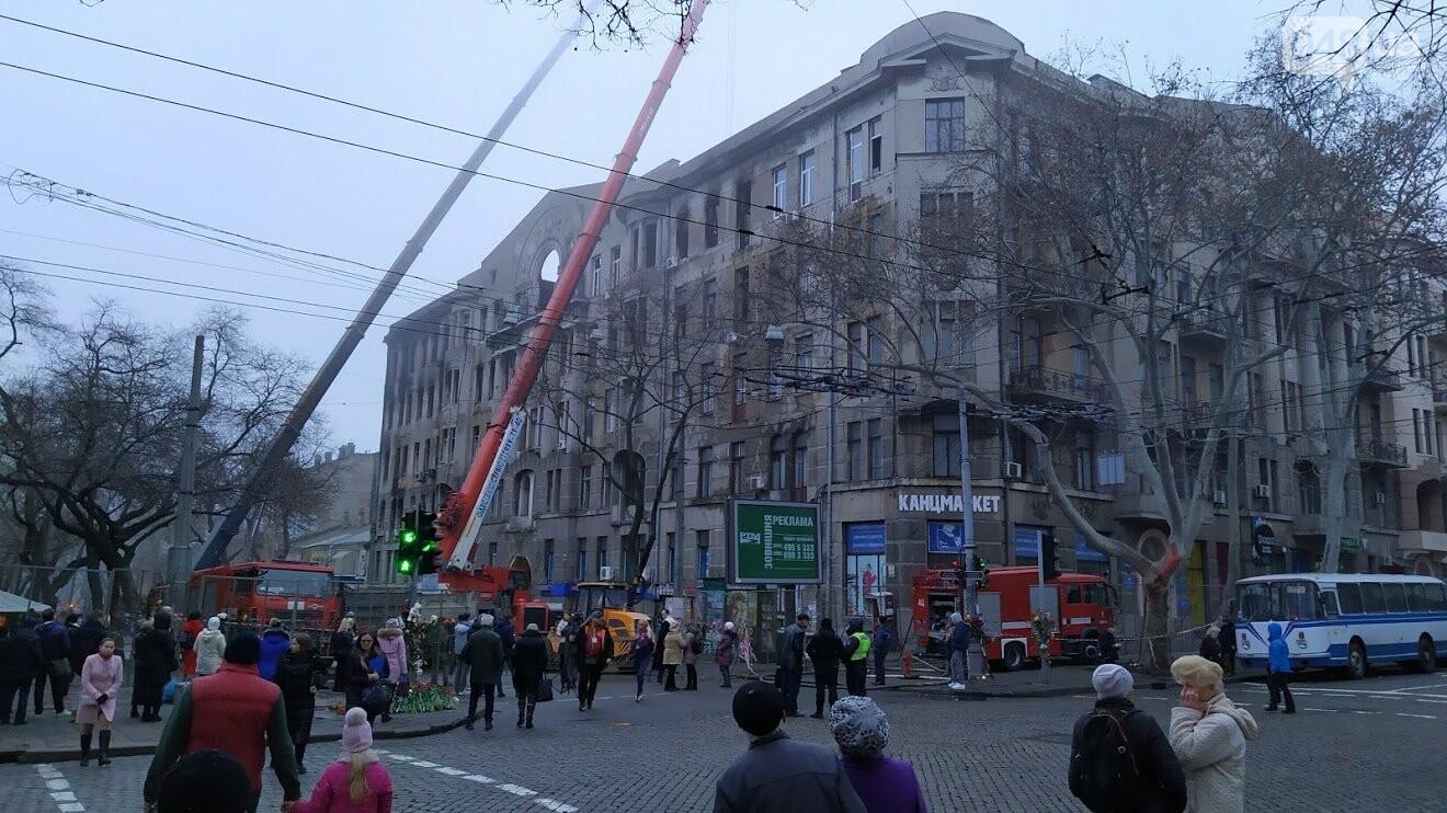 Демонтаж стены в здании сгоревшего колледжа на Троицкой