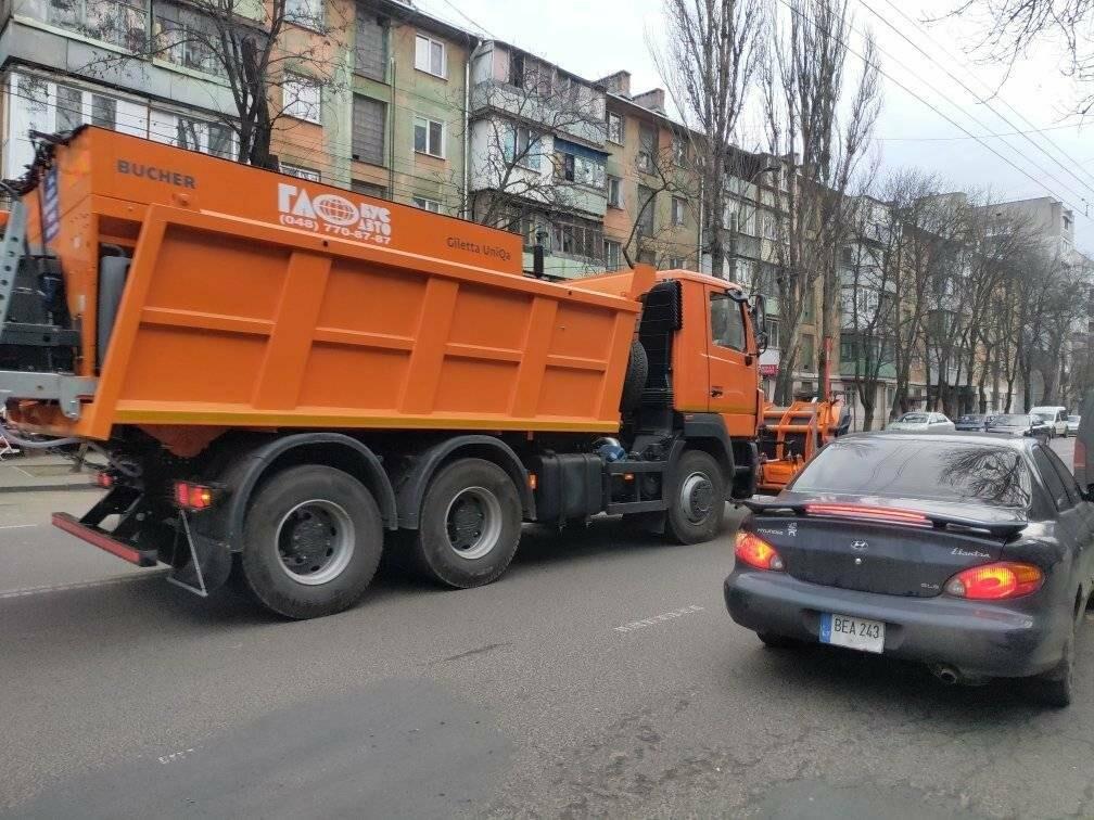 Снегоуборочная техника на улицах Одессы.