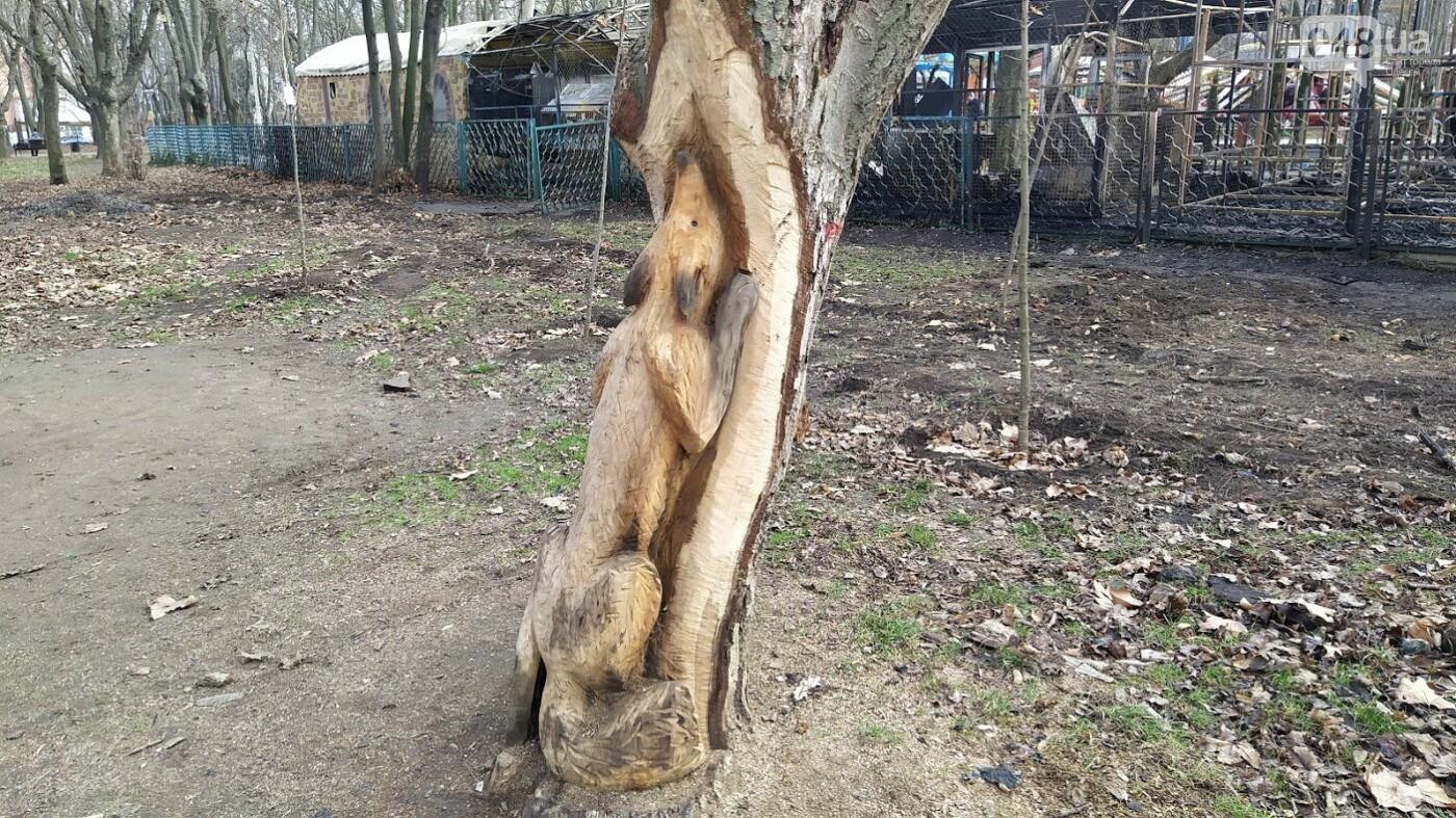Скульптуры из пеньков в парке Горького
