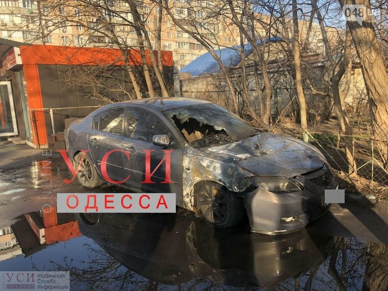 Последствия возгорания машины на улице Академика Коралева в Одессе.