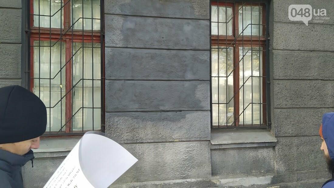 На месте Барельефа маршалу Жукову  установили новую табличку.
