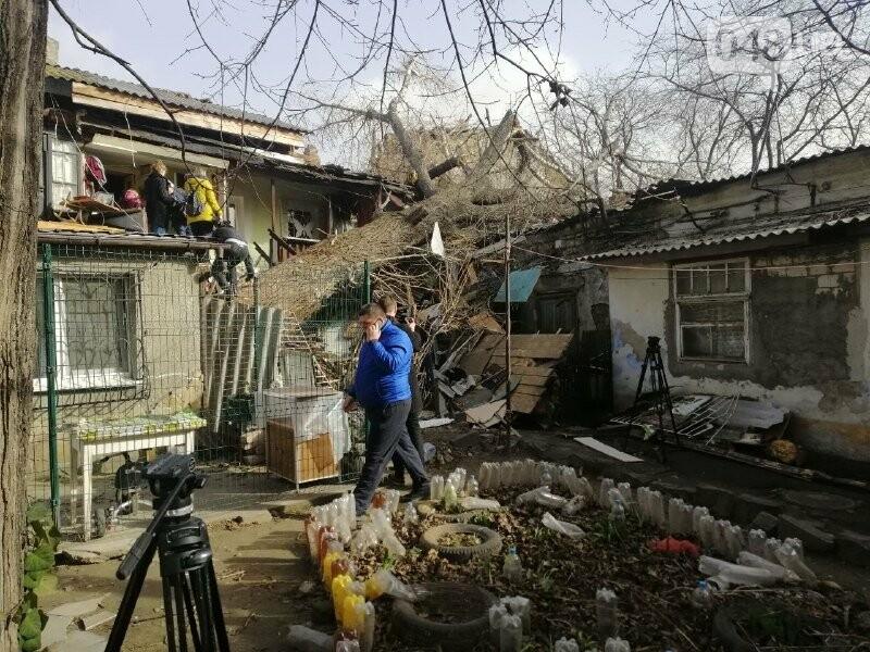 На Молдаванке дерево разрушило дом и заблокировало женщину, - ФОТО, ВИДЕО, ОБНОВЛЕНО , фото-1