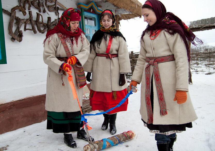 Колодий: девушки приготовили колодку для хлопцев