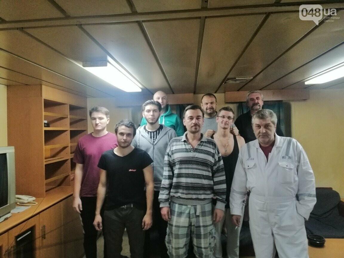 Члены команды New Orion, которые сейчас являются заложниками судовладельца