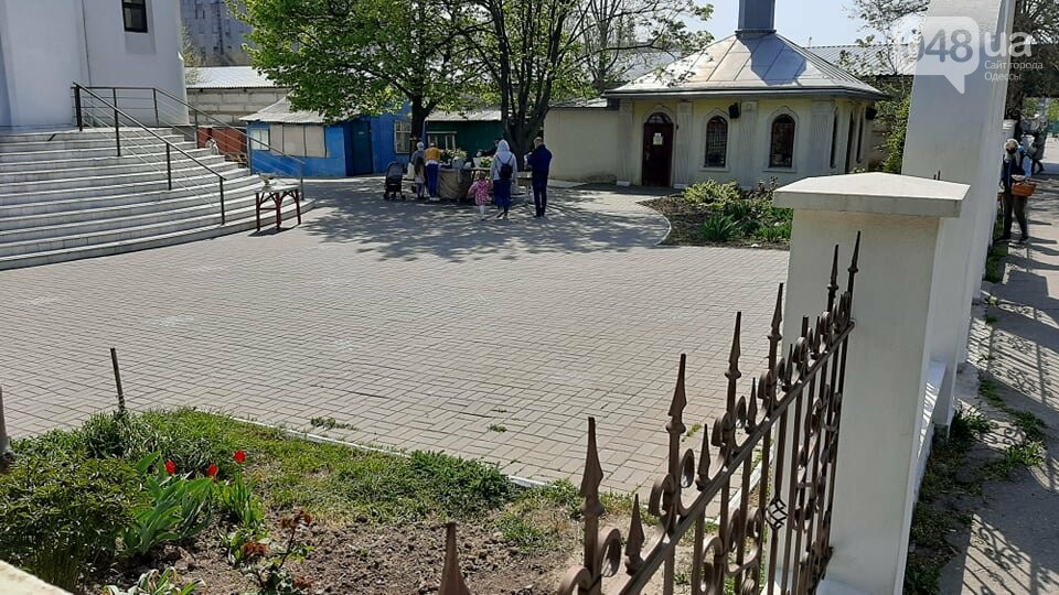 Карантин в Одессе: жители Киевского района не особо активно идут освящать паски, - ФОТО, фото-6