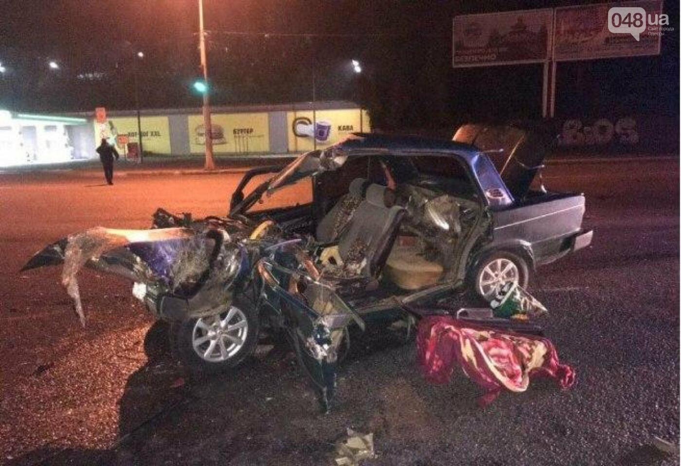 Ночное ДТП в Одессе: водителя извлекали из автомобиля спасатели, - ФОТО, фото-1
