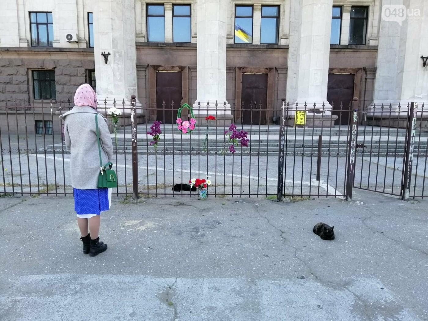 На Куликовом поле убрали цветы, которые одесситы принесли 2 мая,- ФОТО, фото-4