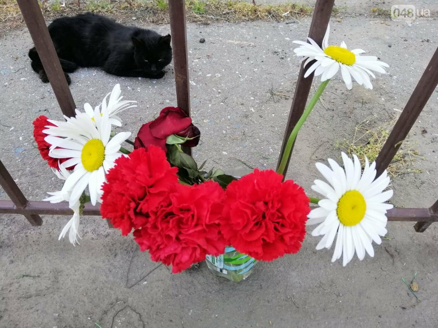 На Куликовом поле убрали цветы, которые одесситы принесли 2 мая,- ФОТО, фото-5