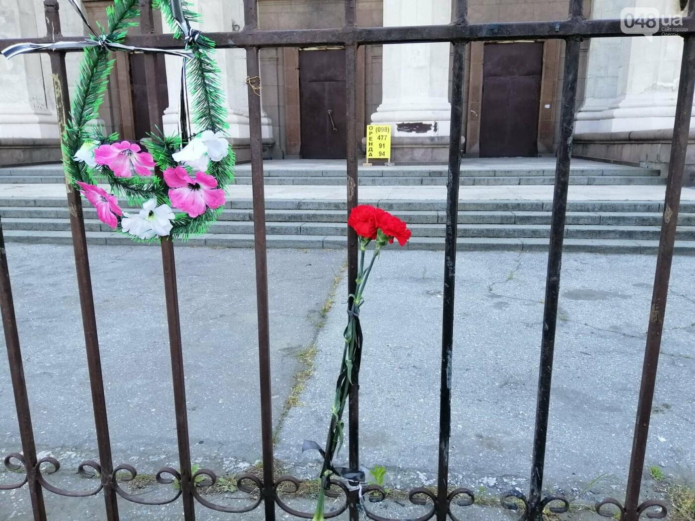На Куликовом поле убрали цветы, которые одесситы принесли 2 мая,- ФОТО, фото-3
