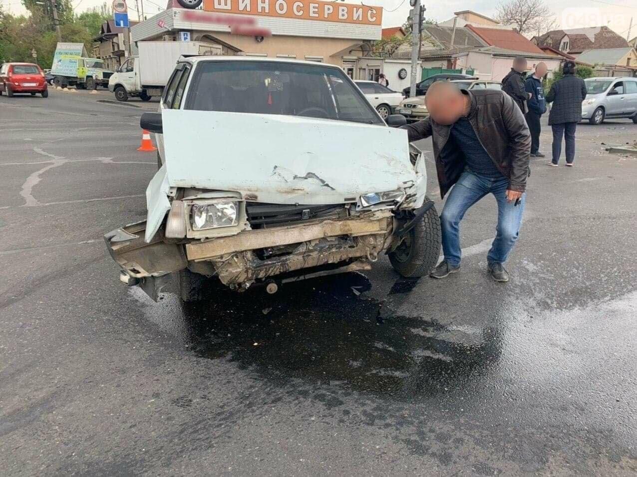 В Малиновском районе Одессы перевернулся микроавтобус, - ФОТО, ДОПОЛНЕНО, фото-2