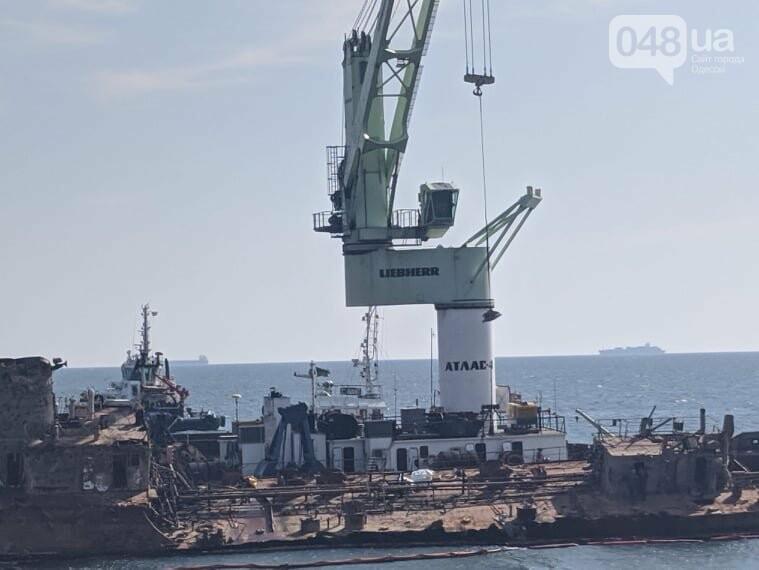 В Одессе к Delfi пришвартовали плавучий кран,- ФОТО, фото-5