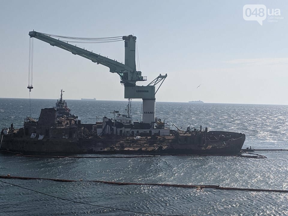 В Одессе к Delfi пришвартовали плавучий кран,- ФОТО, фото-1