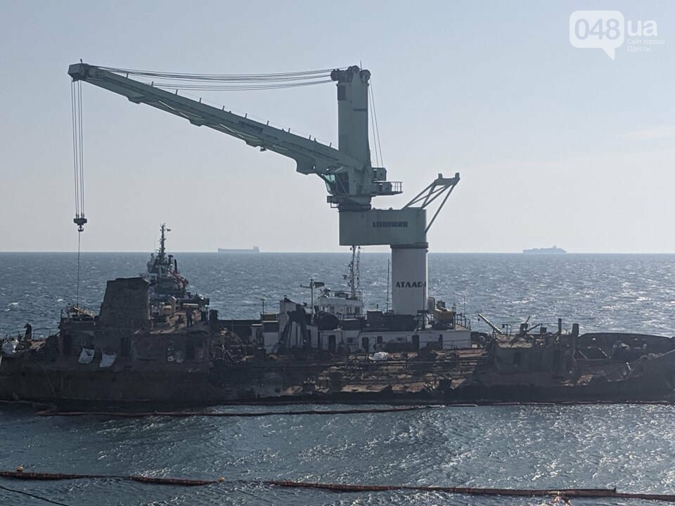 В Одессе к Delfi пришвартовали плавучий кран,- ФОТО, фото-2