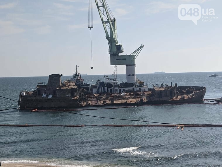 В Одессе к Delfi пришвартовали плавучий кран,- ФОТО, фото-4