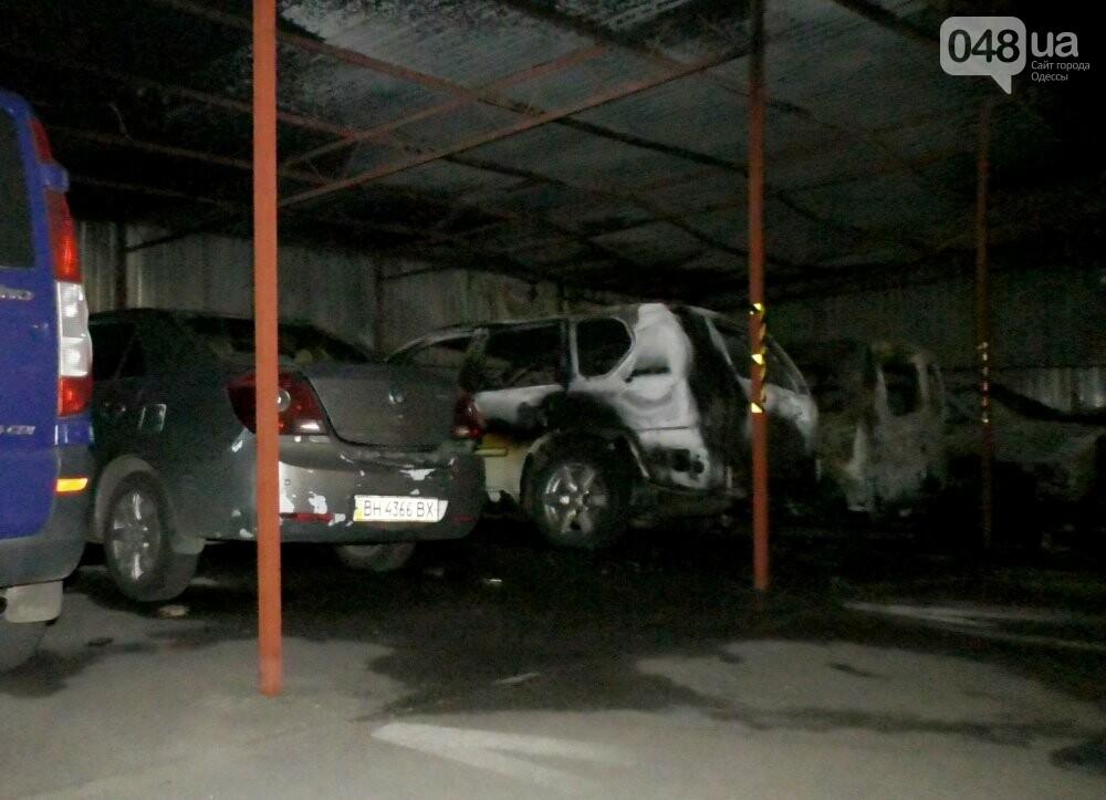 Ночью в Одессе сгорело четыре автомобиля, - ФОТО3