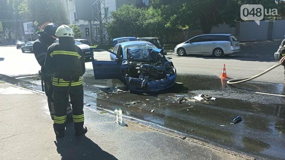 В Одессе автомобиль врезлася в маршрутку, есть пострадавшие, - ФОТО3