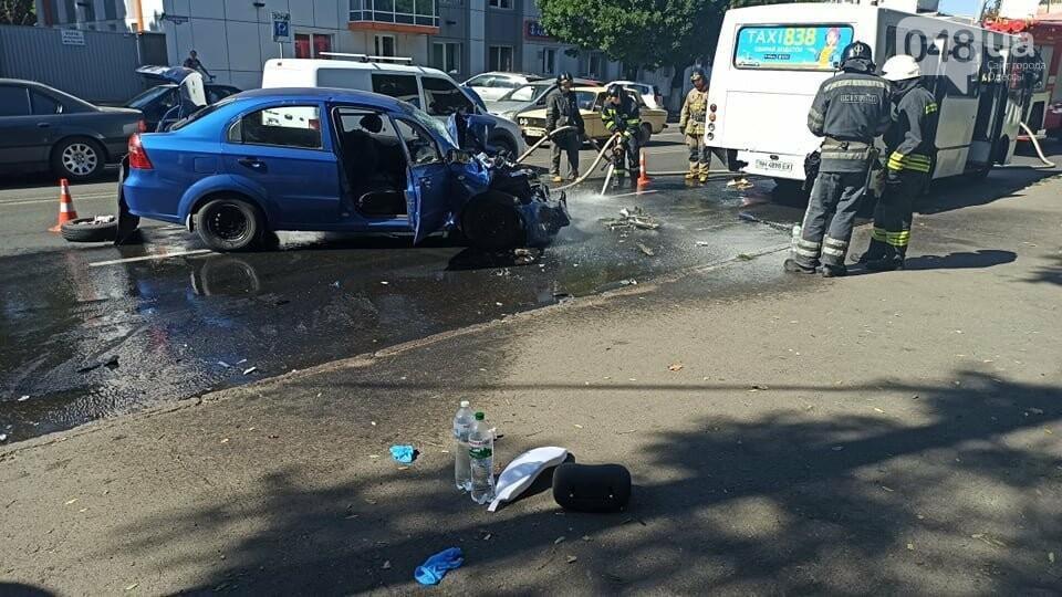 В Одессе автомобиль врезлася в маршрутку, есть пострадавшие, - ФОТО1