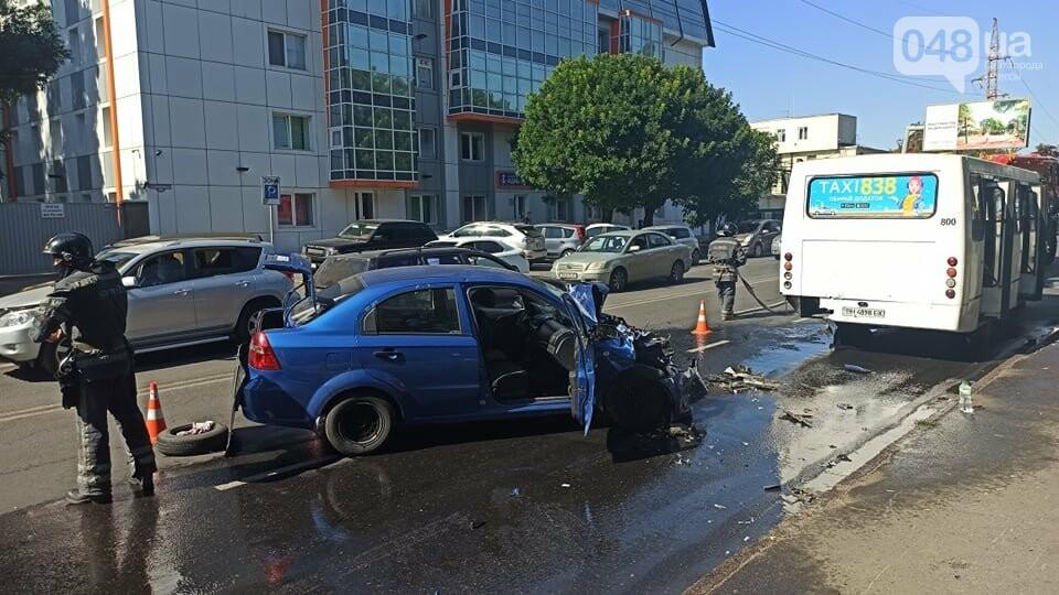 В Одессе автомобиль врезлася в маршрутку, есть пострадавшие, - ФОТО2