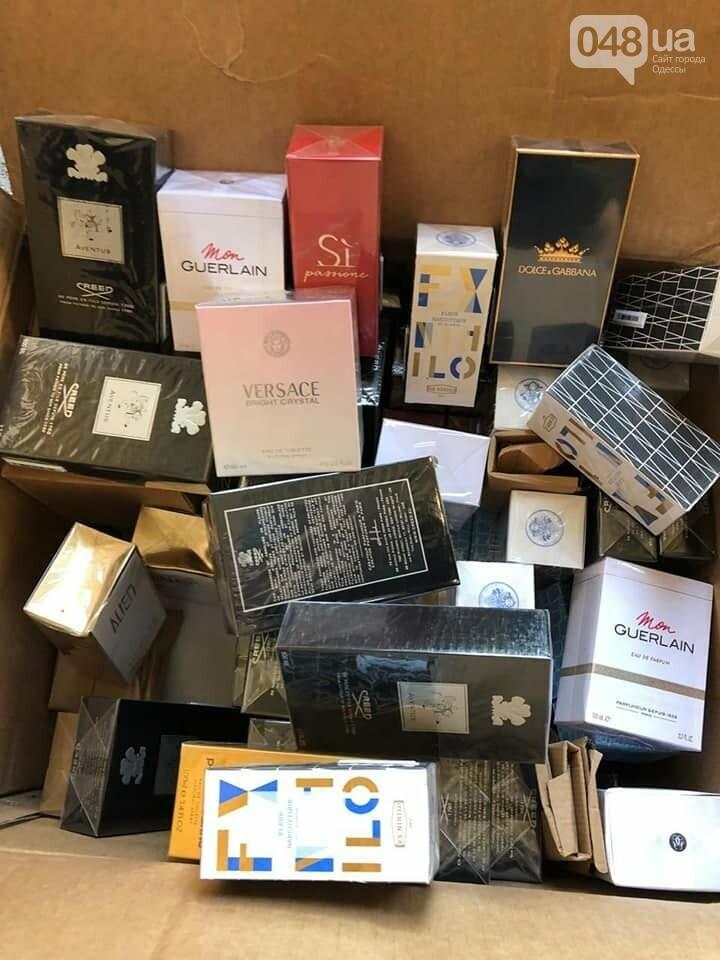 Одесские таможенники задержали 17 тонн контрабандных брендовых вещей, - ФОТО, фото-2
