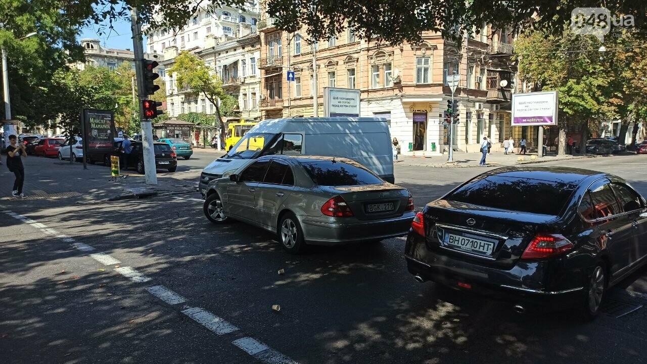 В центре Одессы мерседес протаранил автобус, - ФОТО2