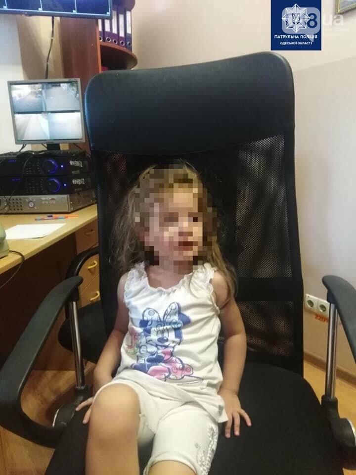 В Одессе 4-летний ребенок сам гулял по городу, пока мать отдыхала в кафе, - ФОТО2