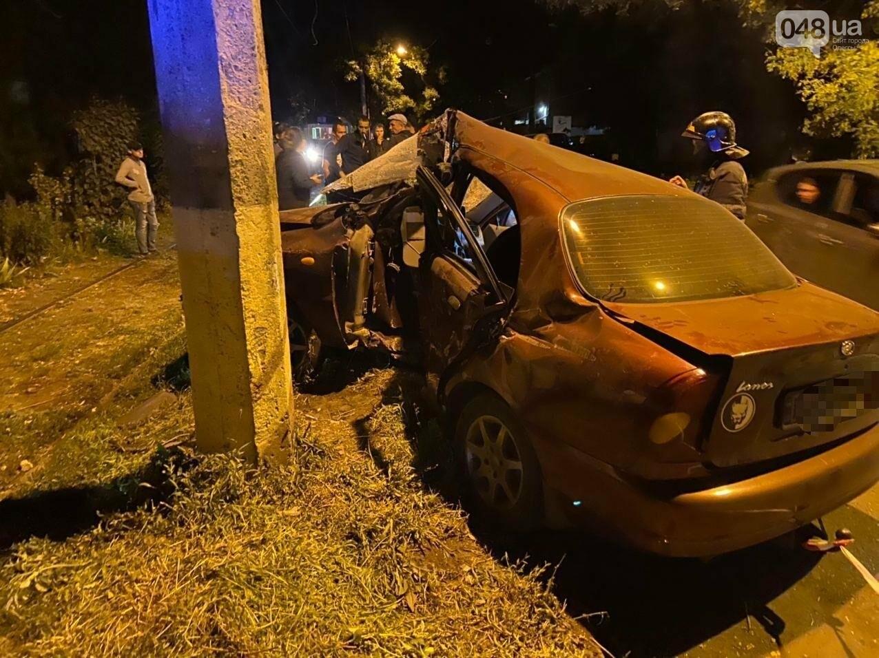 В Одессе в ДТП со столбом пострадал водитель, - ФОТО 2