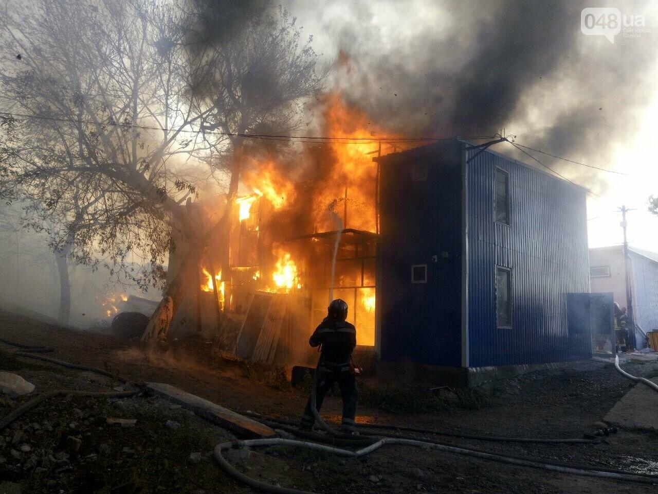 В Одессе случился масштабный пожар: горели рыбацкие домики, - ФОТО2