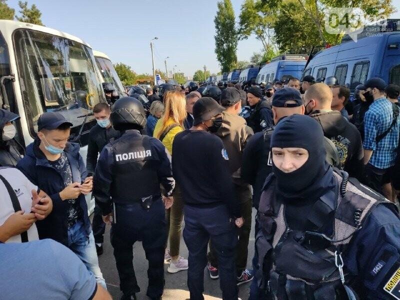 В одесском Совиньоне около 500 полицейских: активисты блокируют съезд ОПЗЖ, - ФОТО, ВИДЕО, фото-2