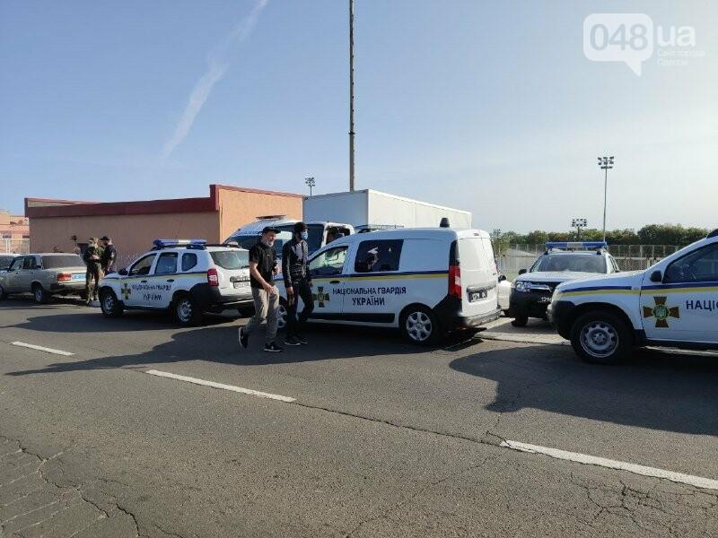 В одесском Совиньоне около 500 полицейских: активисты блокируют съезд ОПЗЖ, - ФОТО, ВИДЕО, фото-6