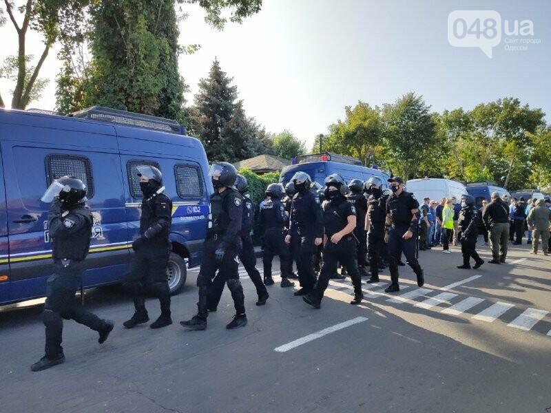 В одесском Совиньоне около 500 полицейских: активисты блокируют съезд ОПЗЖ, - ФОТО, ВИДЕО, фото-3