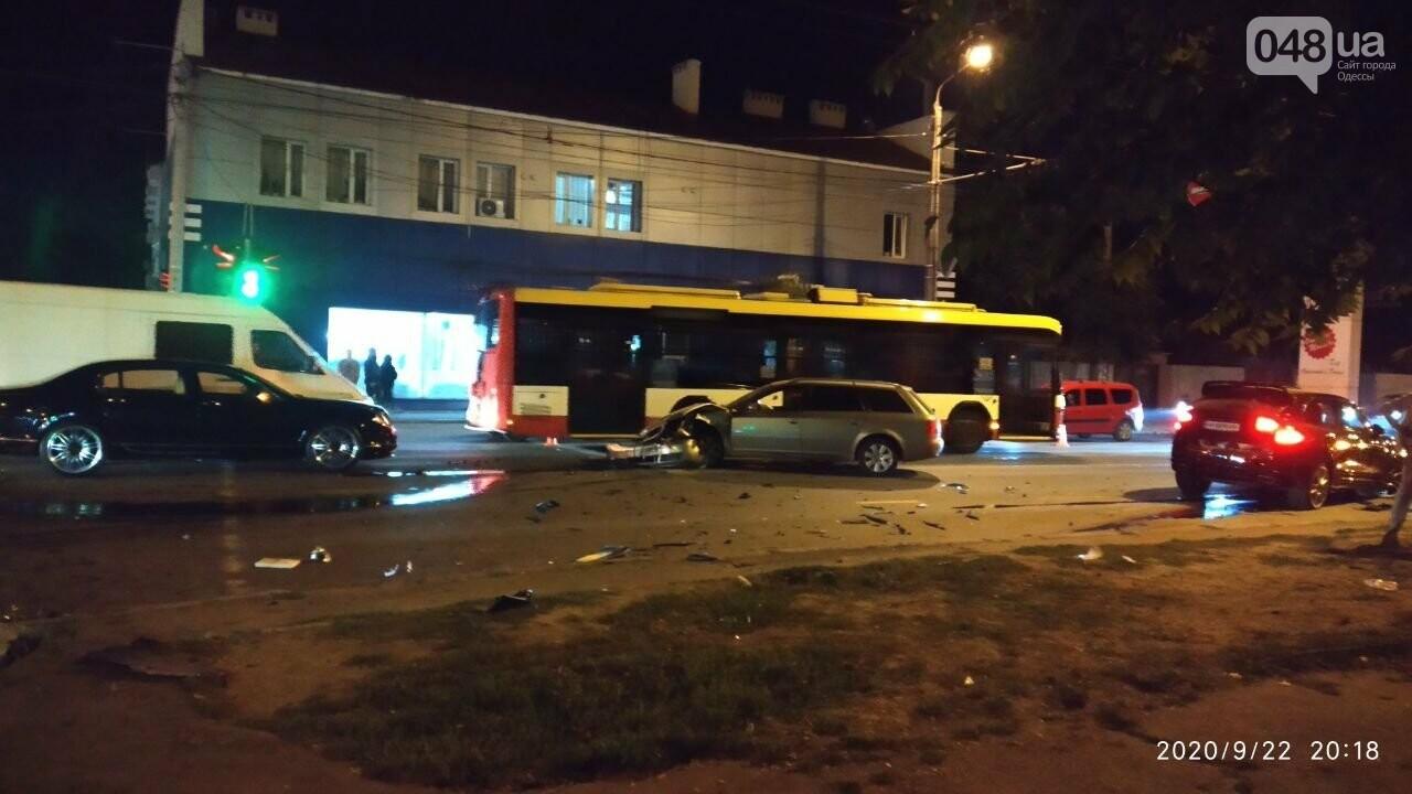 В Одессе есть пострадавшие в ДТП между Porsche, Audi и Bentley, - ФОТО2