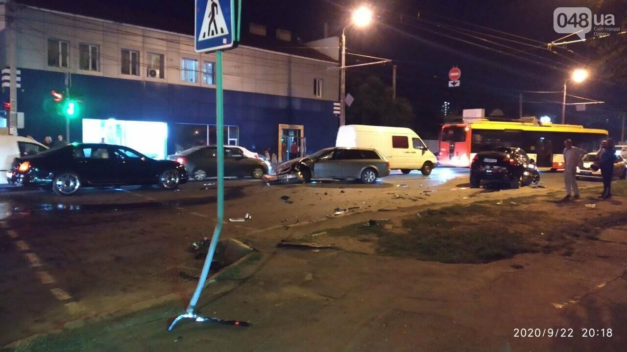 В Одессе есть пострадавшие в ДТП между Porsche, Audi и Bentley, - ФОТО1