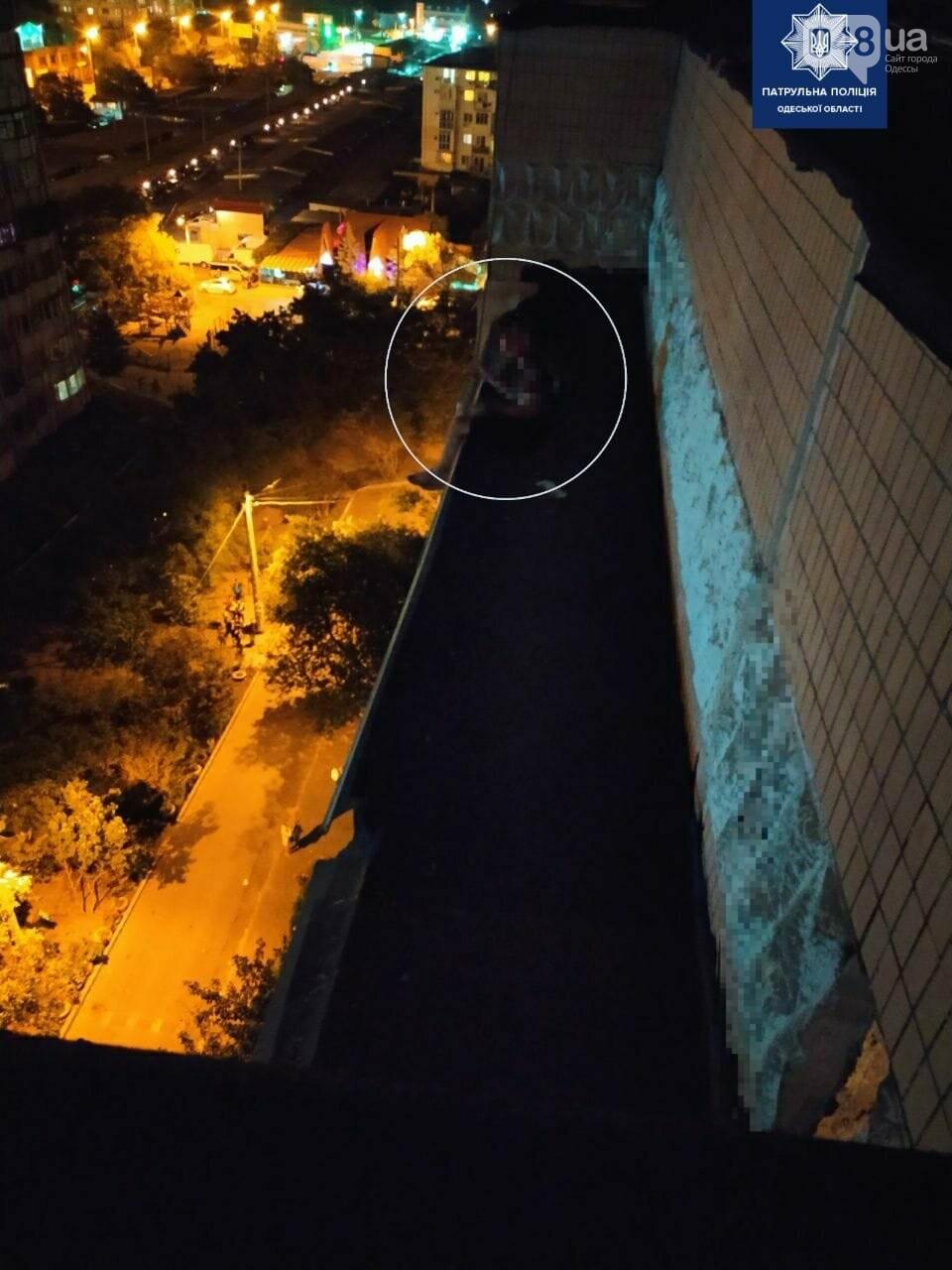 Несчастная любовь: в Одессе патрульные спасли парня от самоубийства,-ФОТО 1
