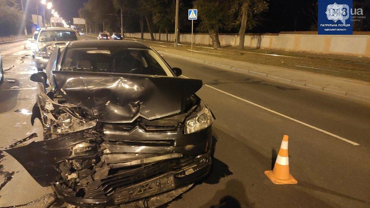 В Одессе в масштабном ночном ДТП пострадали 4 человека, - ФОТО2