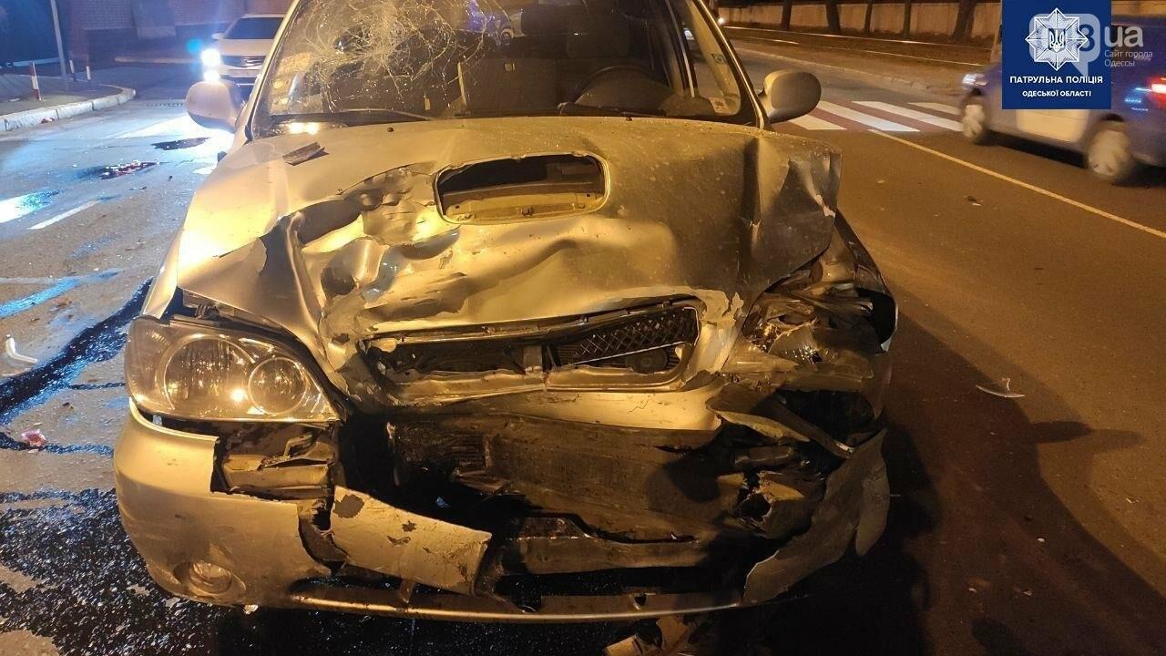 В Одессе в масштабном ночном ДТП пострадали 4 человека, - ФОТО1