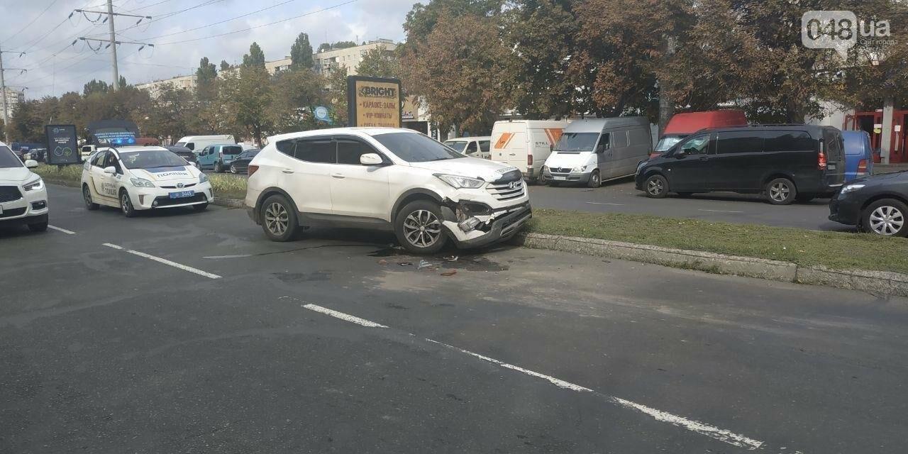 В Одессе произошло ДТП при участии двух автомобилей и дерева, - ФОТО1