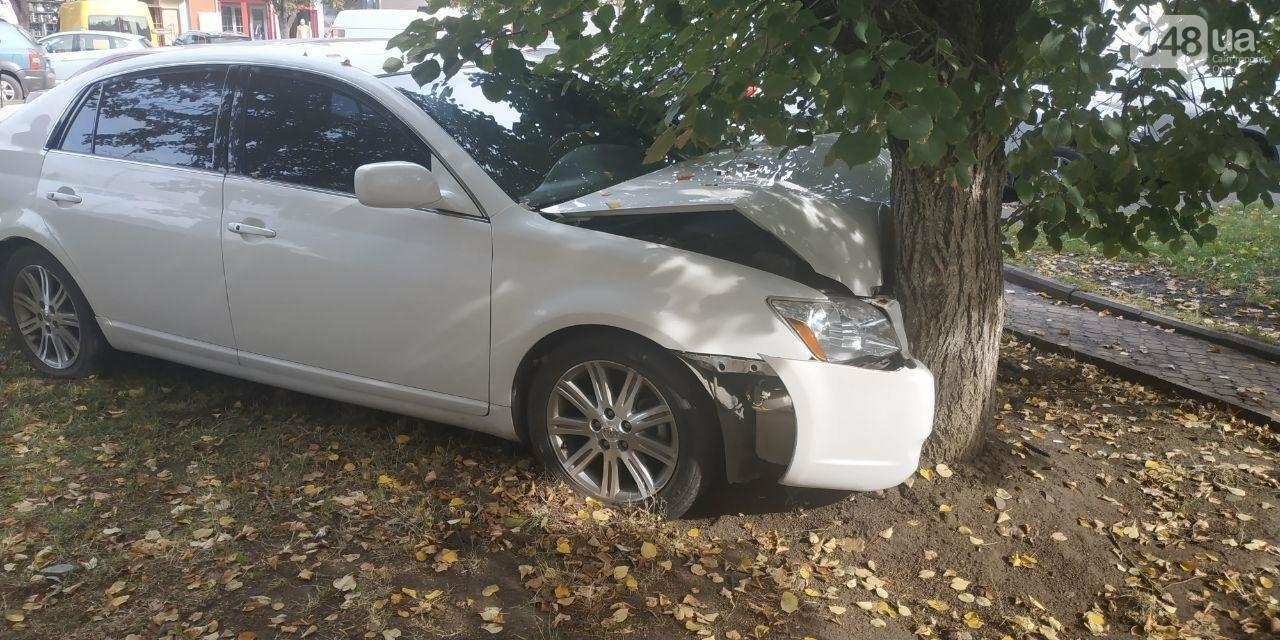 В Одессе произошло ДТП при участии двух автомобилей и дерева, - ФОТО2