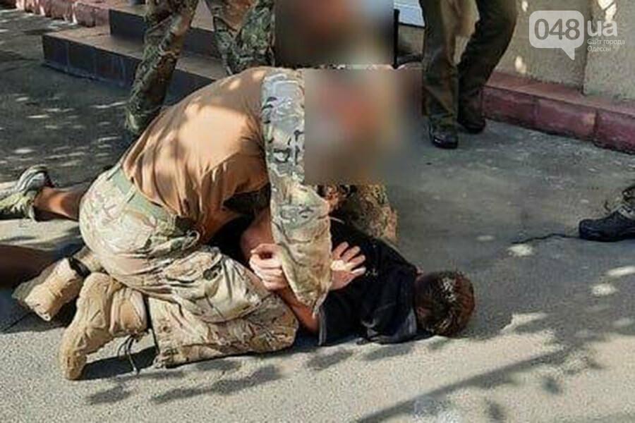 В Одессе мужчина под наркотиками пытался попасть в воинскую часть, - ФОТО1