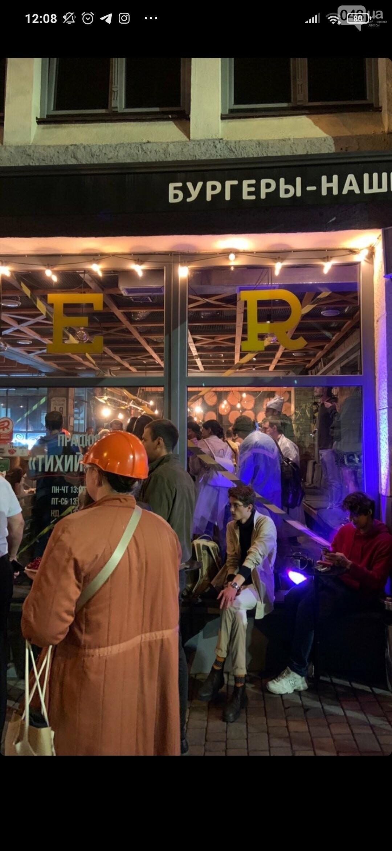 В Одессе в честь закрытия двух ресторанов владелец и посетители устроили погром, - ФОТО2