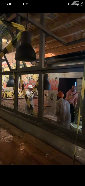 В Одессе в честь закрытия двух ресторанов владелец и посетители устроили погром, - ФОТО3
