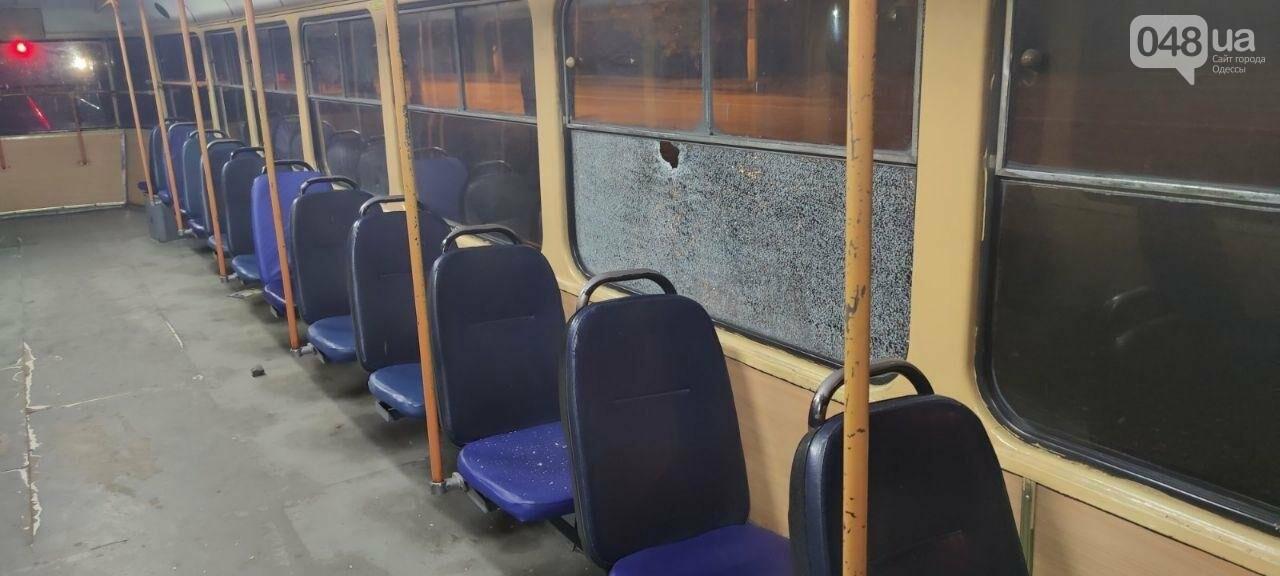 В Одессе вандалы повредили трамваи, - ФОТО1
