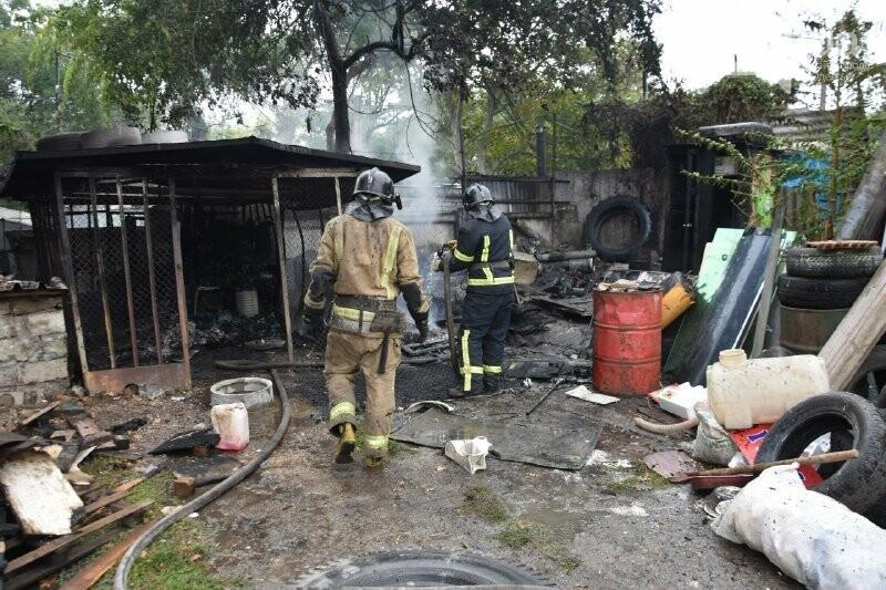 В Одессе пожарные тушили гаражи, - ФОТО1