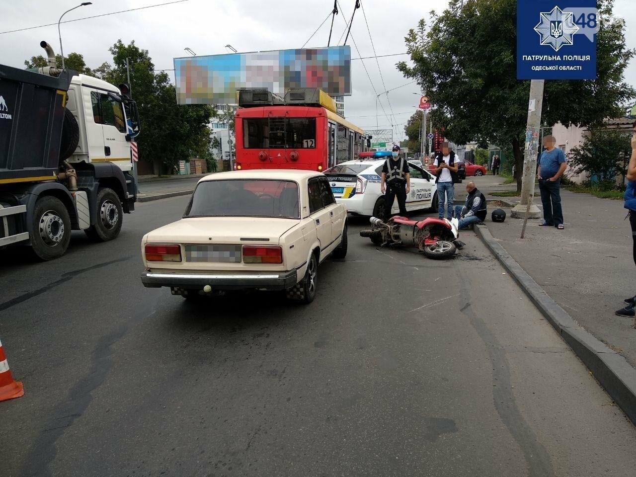 В Одессе в ДТП пострадал водитель мопеда, - ФОТО1