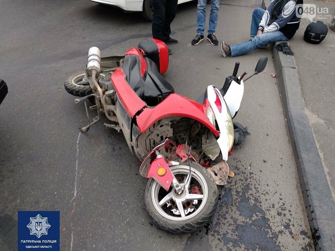В Одессе в ДТП пострадал водитель мопеда, - ФОТО2