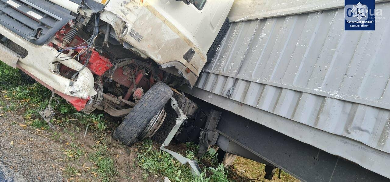 Жёсткое ДТП между грузовиками на трассе Одесса-Киев, - ФОТО2