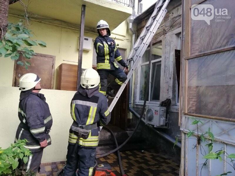Одесские пожарные из горящего дома спасли 77-летнего мужчину, - ФОТО2